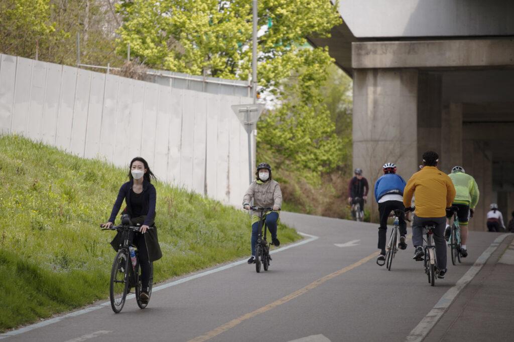 Il-commuting-in-bici-fondamentale-per-il-distanziamento-sociale